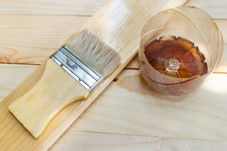 Paint brush with Shellac oil paint on wood Imagens