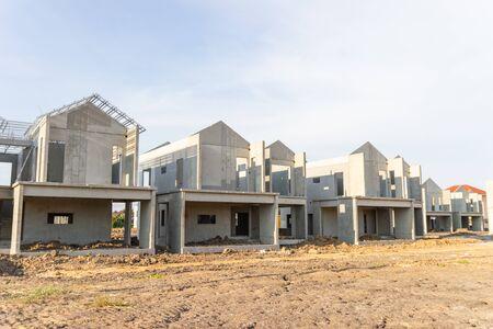Sitio de construcción y construcción de casa nueva en Tailandia