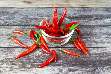 Chili - The pepper plants to the nature of the sphere of the long spikes on wood