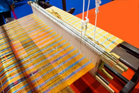 Webausrüstung Haushaltsweberei - Detail des Webstuhls für hausgemachte Seide Wird für die Seidenweberei oder Textilproduktion in Thailand verwendet