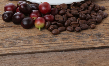 jamoke: Fresh and roasted coffee on the wooden