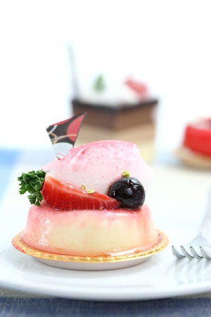 cotta: Strawberry Panna Cotta pudding isolated in white background