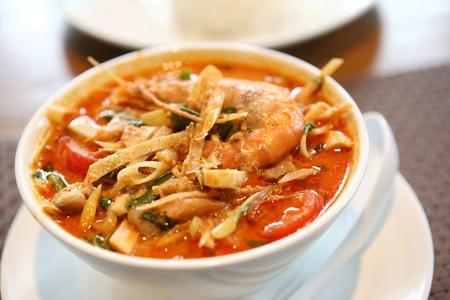 tom: Tom Yum soup , a Thai traditional spicy prawn soup