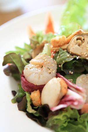 plat chinois: Salade de fruits de mer � la sauce japonaise Banque d'images