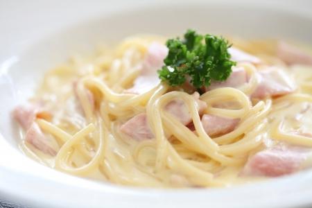 Spaghetti Carbonara with ham and cheese photo