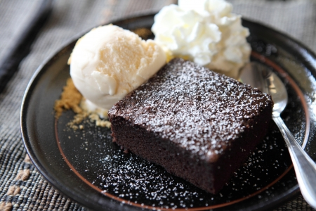 brownie con helado photo