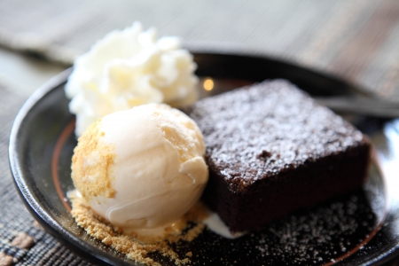 brownie with icecream Stock Photo - 14972254