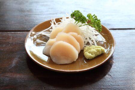 makki: scallop sashimi