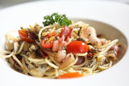 Spaghetti with bacon and mussel photo