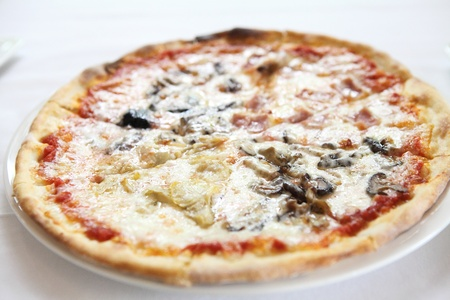 Pizza ham and mushroom Stock Photo - 21372366