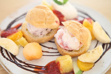 choux bun: choux cream ice cream with fruits