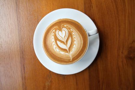 trompo de madera: caf� en el fondo de madera Foto de archivo