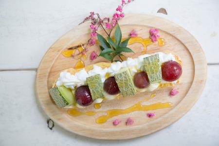 choux: Choux crema con frutas