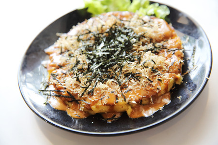 Japanese food okonomiyaki , Japanese pizza Standard-Bild