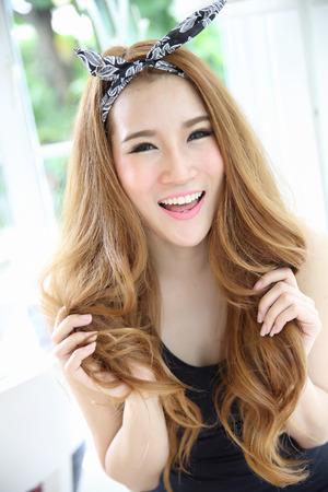 庭に美しい若い女性。感情でアジアの女性の肖像画 写真素材