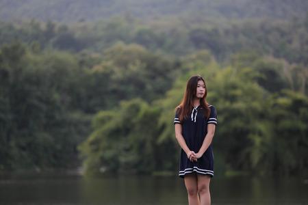 luz natural: Chica asiática en la naturaleza Foto de archivo