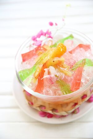 shaved: Shaved ice with fruit and jelly