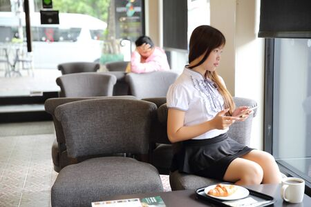 businesswear: bussiness woman with tablet for bussiness in coffee shop
