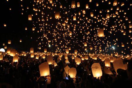 Drijvende lantaarnfestival in Thailand