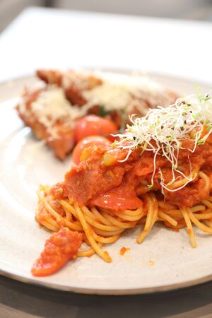 Spaghetti bolognese tomato sauce with fried chicken