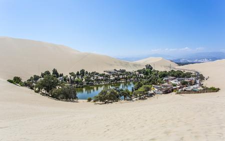 페루의 오아시스 와카 차나 스톡 콘텐츠