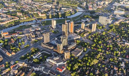 リトアニア、ヴィリニュスの Snipiskes ビジネス地区の航空写真