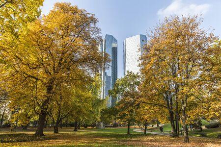 가을 프랑크푸르트의 도시 공원