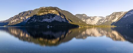 Beautiful reflection of the mountains around Lake Hallstatt Banco de Imagens