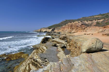 険しい断崖や絶壁に沿ってハイキングできる San Diego のロマ岬地区。