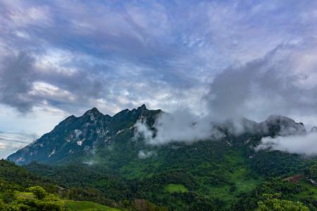 치앙마이 지방, 태국의 치앙마이 지방에있는 Doi Luang 산. 스톡 콘텐츠