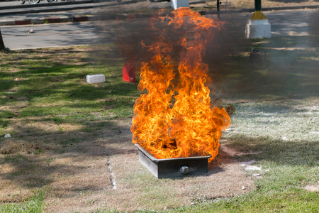Demonstration of the fire with a fire extinguisher.