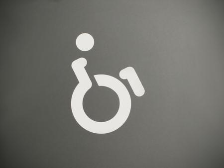 handicap: Bianco e grigio handicap segno con un design moderno