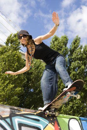 urban life: La vida urbana - Las mujeres hermosas j�venes con patineta
