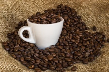 expresso: Cup of coffee with coffee beans