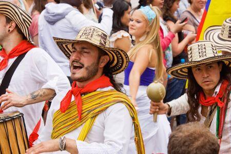 attended: M�sicos colombianos de Bristol, Inglaterra - 02 de julio de 2011 - en el carnaval anual de St Pauls Afrikaners-Caribe. Una multitud r�cord de 80.000 asistieron al evento Editorial