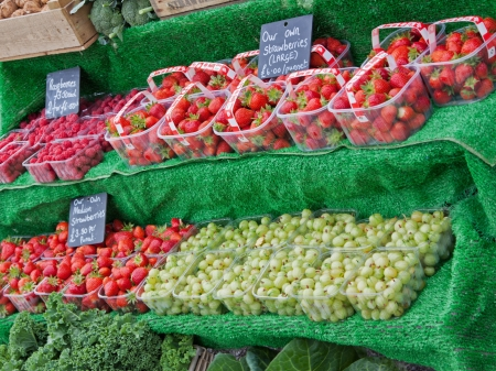 fragaria: Summer fruits for sale in an English market
