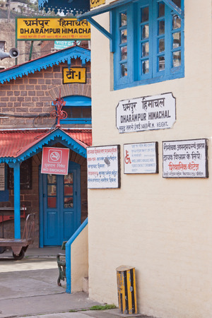 lingua: Station on the scenic railway linking Kalka to Shimla in northern India Editorial