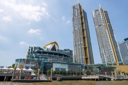 Nov 23, 2018 Bangkok Thailand, Bangkok Riverside, Icon Siam under construction with Thai and English Alphabet, Bangkok Financial district 新聞圖片