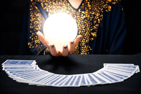 Fortune teller's hands with crystal ball Banque d'images