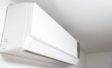 Air conditioner system on white wall room 版權商用圖片