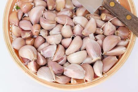 garlic clove: Basket of fresh garlic clove with knife