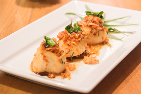 Spicy scallop with herb appetizers in Thai style (Larb Scallop). Banco de Imagens