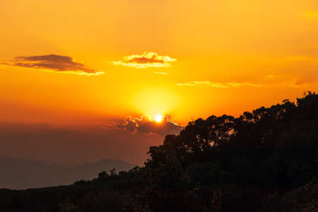 The peak of mountain with beautiful sunset at point view. Good day moment. Banque d'images