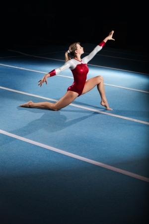 portret van de jonge gymnasten concurreren in het stadion