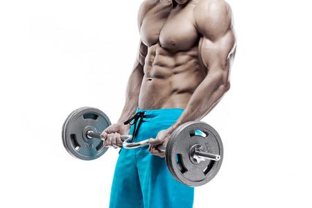 modelos masculinos: Chico culturista muscular haciendo ejercicios con pesas aislados sobre fondo blanco