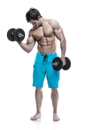 Muskulös Bodybuilder Kerl machen Übungen mit Hanteln isoliert über weißem Hintergrund Standard-Bild