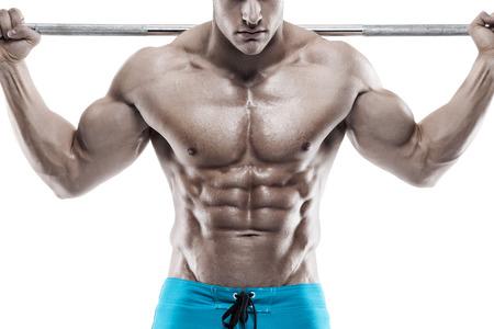 白い背景の上のダンベル エクササイズ筋肉ボディービルダー男