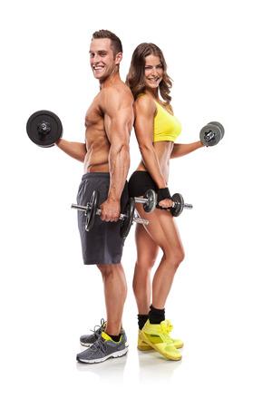 abdomen fitness: Fitness hermosa joven pareja deportiva con mancuerna aislados sobre fondo blanco Foto de archivo