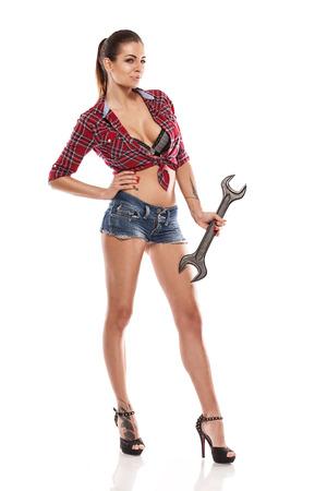 Nizza sexy Frau Mechaniker holding Schraubenschlüssel isoliert auf weißem Hintergrund Standard-Bild - 33145187