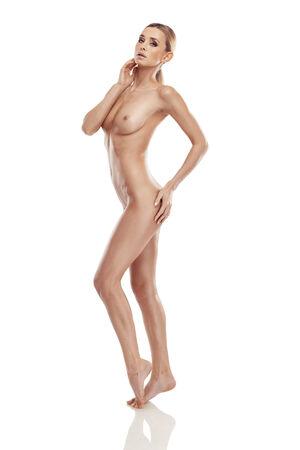 corps femme nue: Belle belle femme corps nu isol� sur fond blanc
